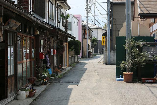 銘仙を育んだ昭和モダンの街歩き